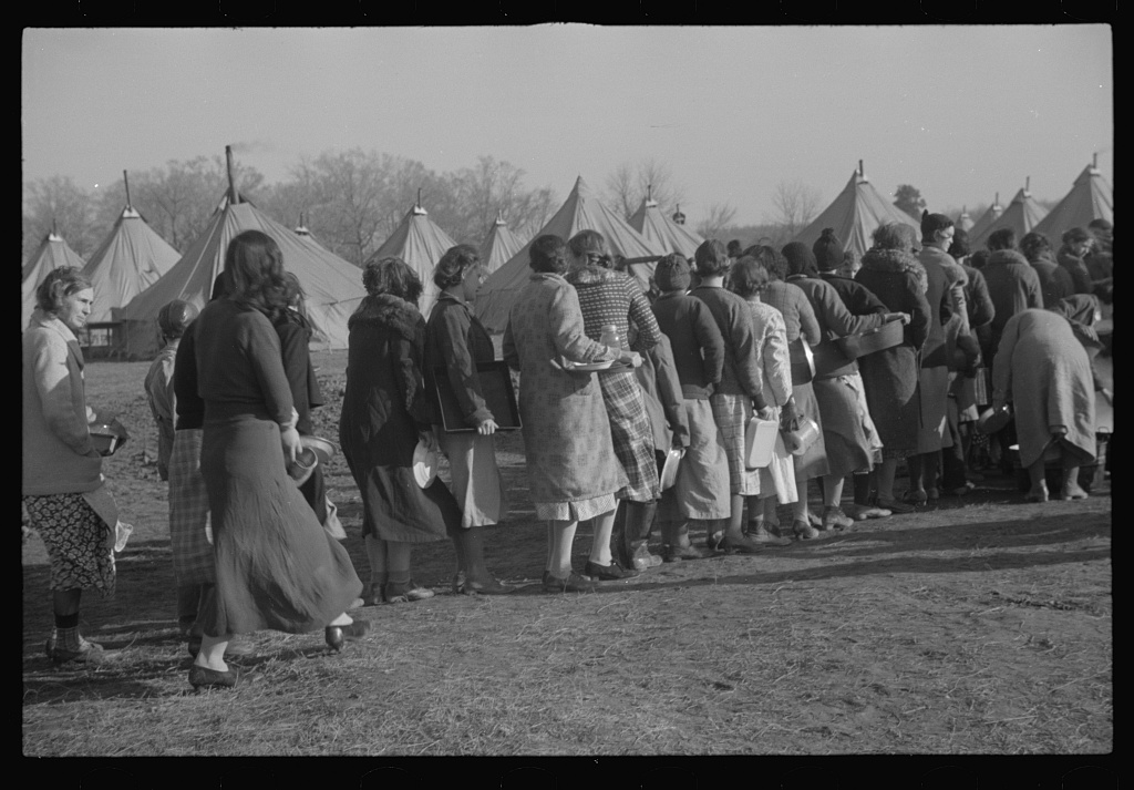 1937. Refugees lined up at meal time in the camp for white flood refugees in Forest City, Arkansas. (Evans Walker, Library of Congress)